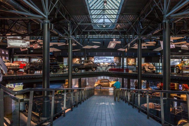 מוזיאון מכוניות רכבים בריגה